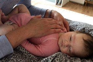 Kranio-Sakral terapi kan afhjælpe kolik, søvnbesvær og ammeproblemer